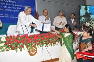 CM distributing Jeevan Praman Certificate