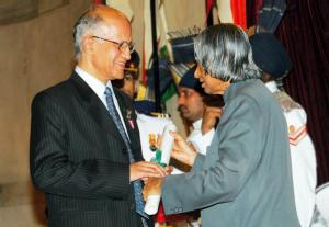 Dr. A. P. J. Abdul Kalam, Hon'ble President of India giving away Padma Bhushan Award to Dr. N. Seshagiri in the year 2005